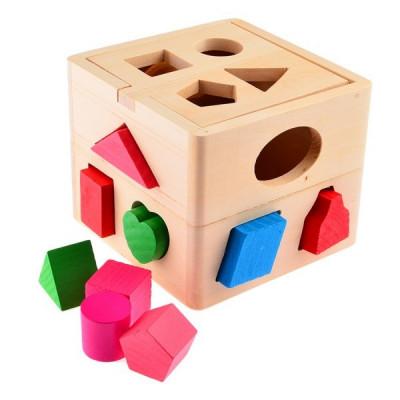 Casa de madera con bloques geométricos