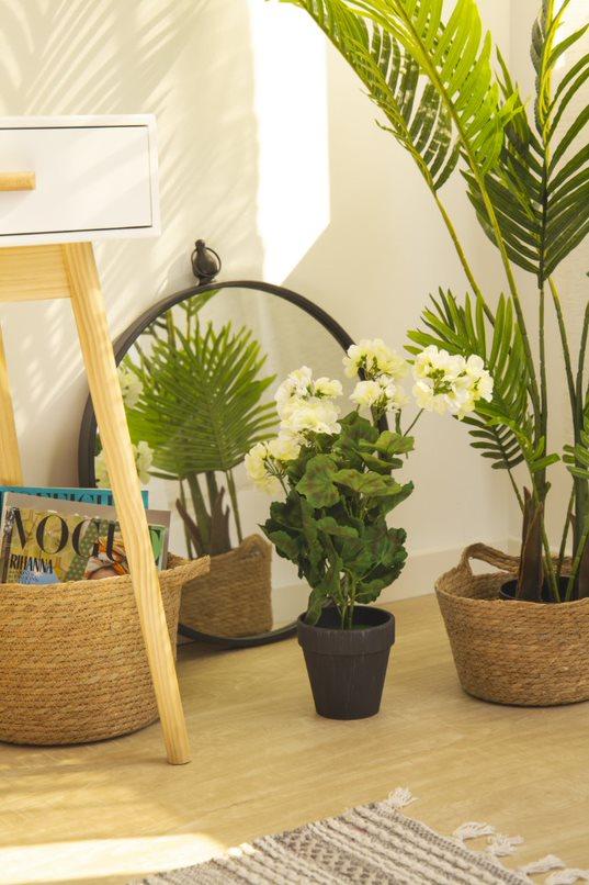 como decorar el salon con plantas artificiales